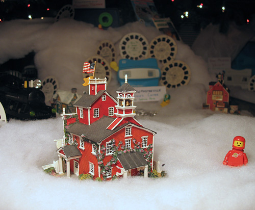 Contrast historic buildings with View-Master attractions