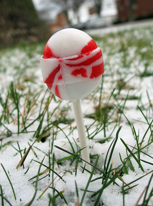Candy Cane Tootsie Pop sans wrapper